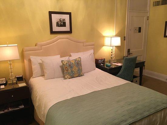 Hotel deLuxe: Bedroom area