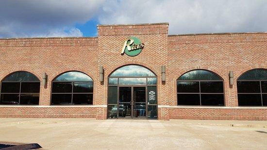 Ria's Restaurant: Entrance
