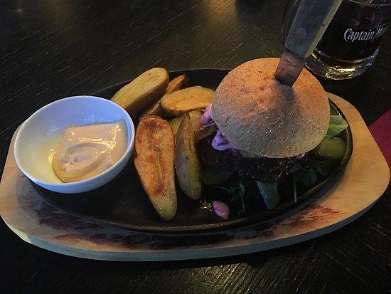 Tornio, ฟินแลนด์: Mustaparran burgeri