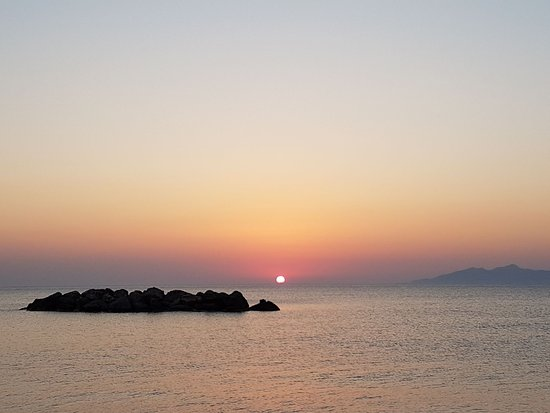 Anassa Deluxe Suites: Beach sunrise