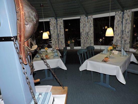 Espenau, Deutschland: Błękitne  wnętrze restauracji.
