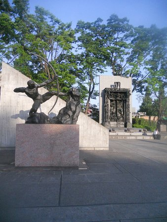 National Museum of Western Art: Statues outside the museum