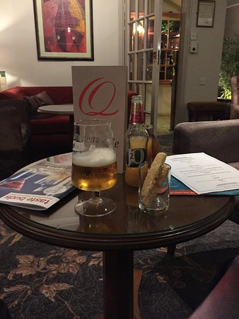 Quayside Restaurant: Nibbles and pre drinks in the lounge