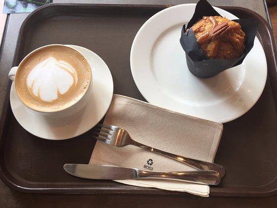 Starbucks Coffee Shop: Nicely Presented