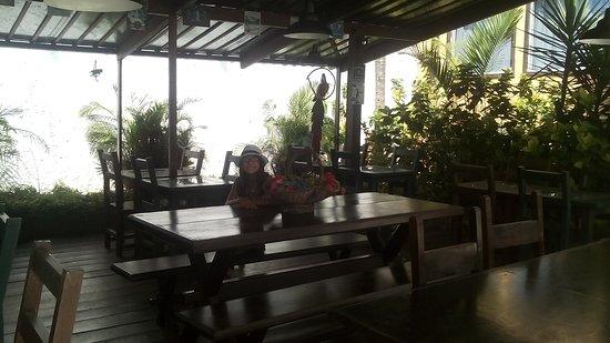 Pousada Kilandukilu: comedor al aire libre