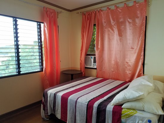 Culion, Philippines: Tangyad room, full-size bed, and air-conditioner