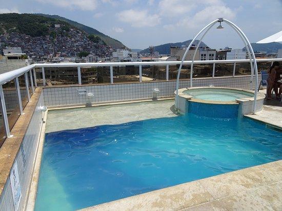 Atlantis Copacabana: Piscina pequeña pero profunda.