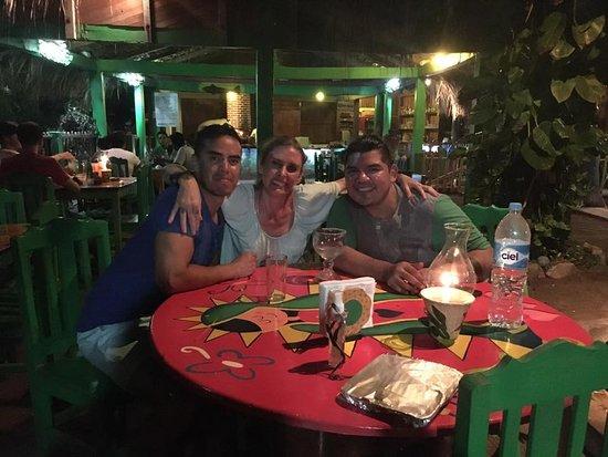 3 de Diciembre : Mi mejor amigo y mi nueva alma gemela en la primer noche en Zipolite!! Deliciosos Recuerdos!!