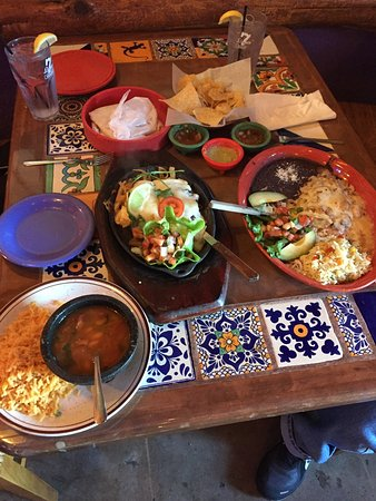 7 leguas: Great meals, as you can see, with fair prices. This is two meals from the lunch menu.