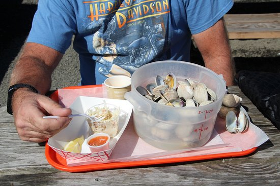 South Beach, OR: Serving of Clams & fresh Crab meat.