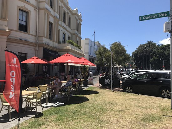The Esplanade Bar and Grill : Outside View looking up Devonport Shops