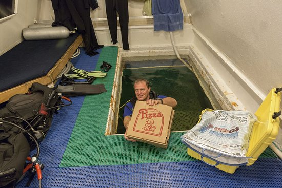 Jules Undersea Lodge: Underwater Pizza Delivery