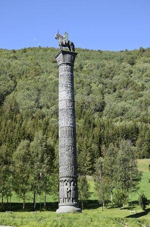 Boverdalen, Norvegia: la colonna col guerriero 01