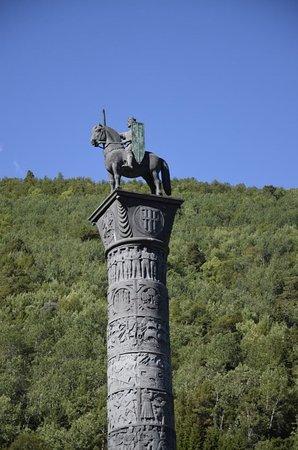 Boverdalen, Norvegia: la colonna col guerriero 02