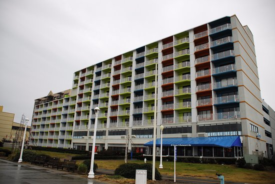 BEST WESTERN PLUS Sandcastle Beachfront Hotel: View from the Broadwalk