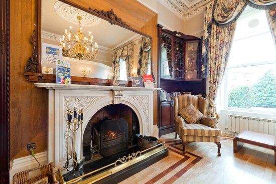 Roxford Lodge Hotel: Lounge