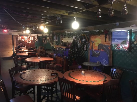 Maria 39 s smokehouse and seafood restaurant fort myers for Fish restaurant fort myers