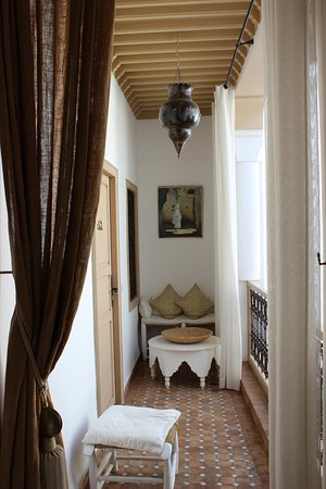 Riad les Orangers d'Alilia Marrakech: Corridor leading to the bedroom