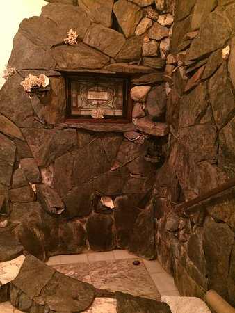 Guest House Bed and Breakfast: Beautiful stone shower/bath