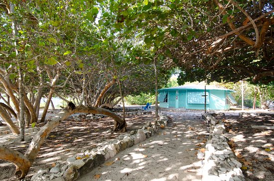 Pirates Point Resort: Maud's Manor, where our two triple rooms are located #5 and #6