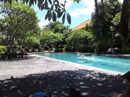 Bumas Hotel: Zwembad