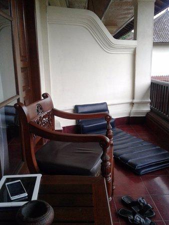 Bumas Hotel: Balkon