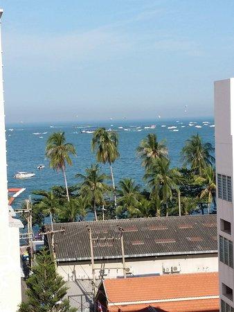 Sandy Spring Hotel: 7F部屋の窓から