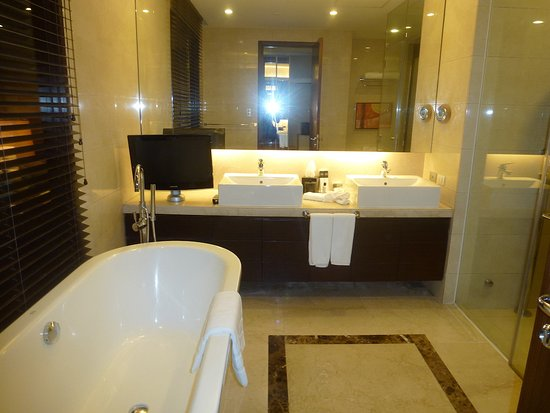 Pasig, Philippines: One Bedroom Unit with Steam Shower