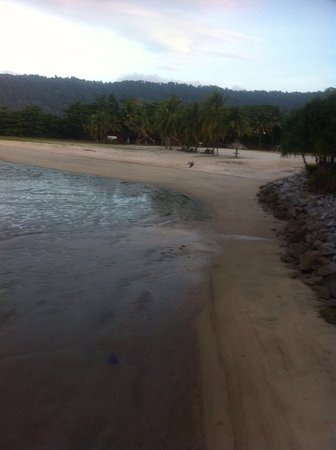 Langkawi Lagoon Resort: Muddy deserted  beaches from tsunami staff say not suitable for human use so why advertise as be