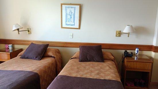 Hotel Patagonia Sur: El talco y las zapatillas no vienen incluidos con la habitación. :P