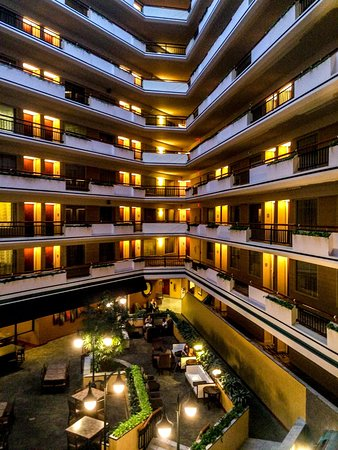 inside view picture of embassy suites by hilton austin. Black Bedroom Furniture Sets. Home Design Ideas