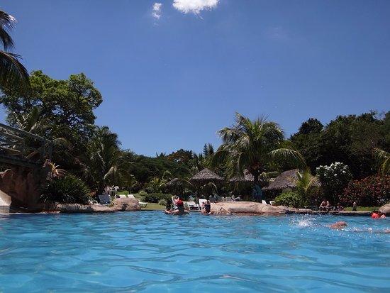Foto de la rinconada santa cruz vista de las piscinas for Piscina la rinconada