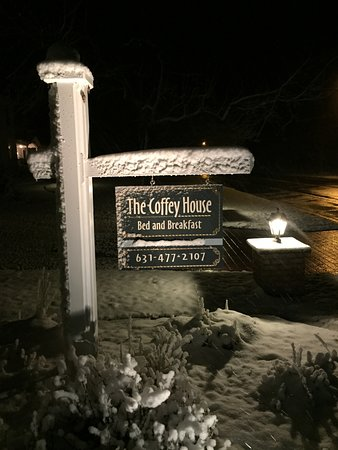 East Marion, NY: The Coffey House in Winter