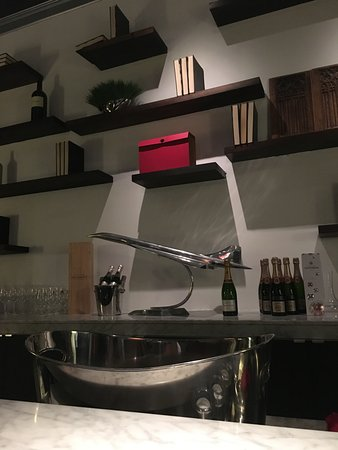 San Anselmo, CA: behind the bar - sleek.