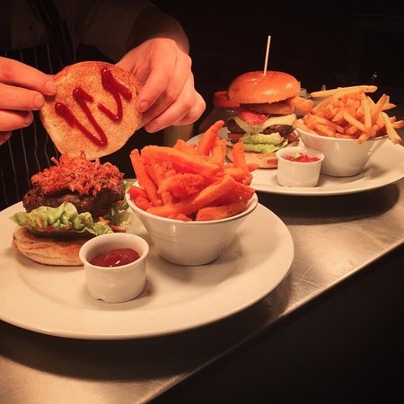 Greater Manchester, UK: Burgers all round.