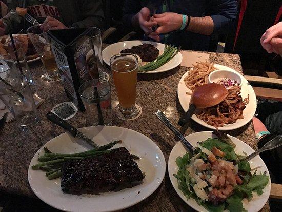 BJ's Restaurant & Brewhouse : photo0.jpg