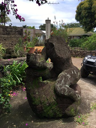 شيز ماريا جوريتي: Garden statue