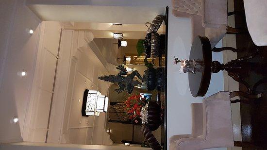Raffles Grand Hotel d'Angkor: Отель радости и спокойствия