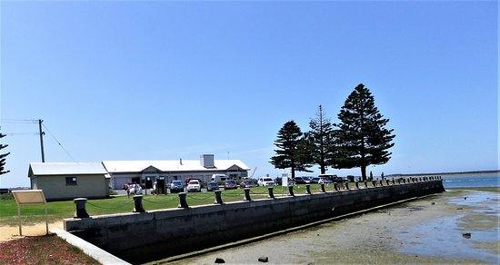 Port Albert, Australia: Right at the end of the wharf