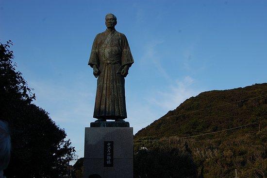 John Manjiro Memorial Monument: 大きな像です。