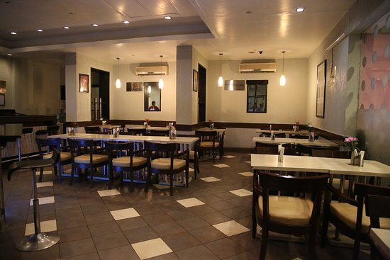 โรงแรมทัวริสดีลักซ์: Restaurant