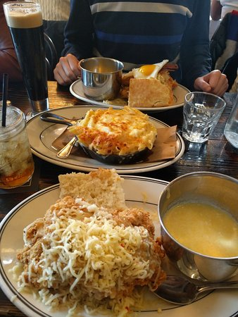 Jacob's Pickles: Amazing sides, good chicken, LARGE quantities