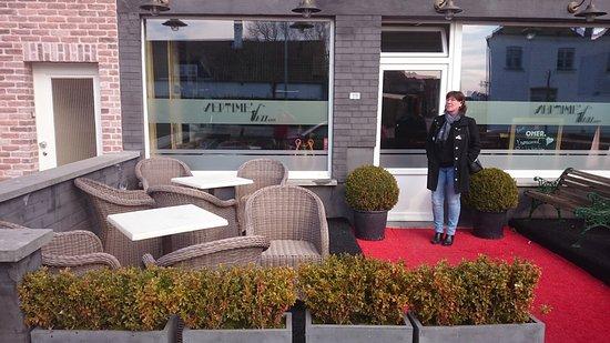 Knokke, Βέλγιο: terras voorkant