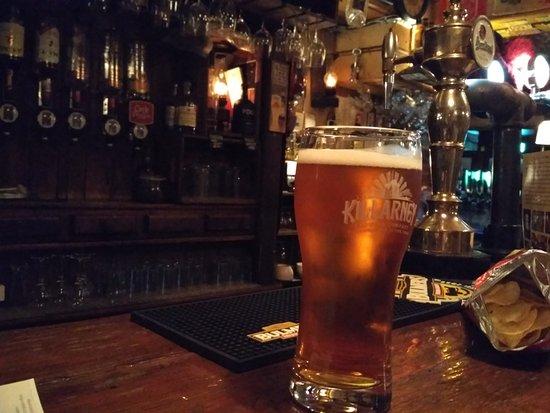 Courtney's Bar: Местное пиво