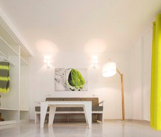 Apartment Reviews: Smartline Xaloc (Ibiza, Spain)