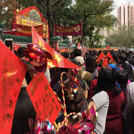 Wong Tai Sin Temple (Sik Sik Yuen Temple): Wong Tai Sin Temple - crowds during CNY