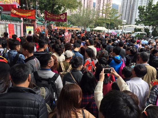 Wong Tai Sin Temple (Sik Sik Yuen Temple): Wong Tai Sin Temple - queueing to enter during CNY