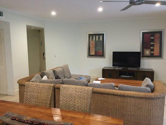 Mandalay & Shalimar Luxury Beachfront Apartments: photo1.jpg