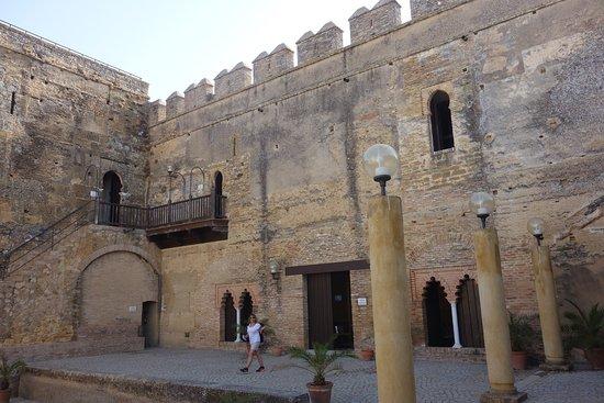 Torre de oro alcazar de la puerta de sevilla carmona for Puerta de sevilla carmona
