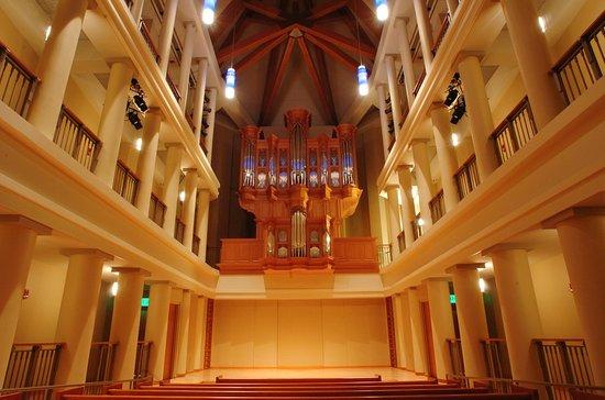 DeBartolo Performing Arts Center: Reyes Organ and Choral Hall